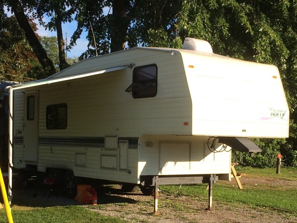 5Th Wheel Campers >> 26' Fifth Wheel Travel Trailer with Hitch in Penticton, BC 【 Skaha.ca
