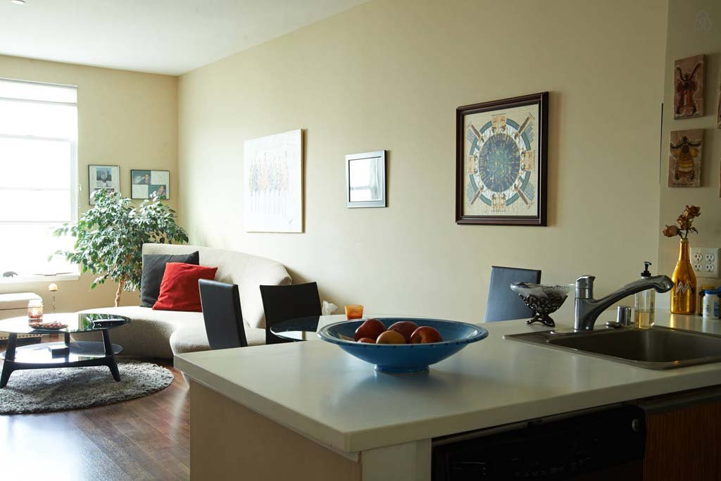 Spacious 1 bedroom apartment in downtown penticton in penticton bc for Spacious one bedroom apartment